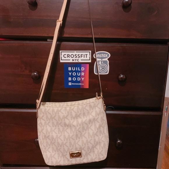 Michael Kors Handbags - MIchael Kors Crossbody Handbag.